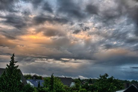 Stimmungsvoller Abendhimmel: nach dem Tagesregen