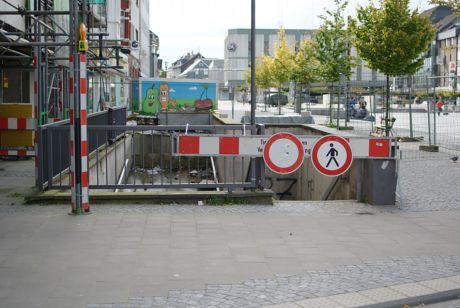 gesperrter Zugang zur Turmpassage am Neumarkt: neben Tückmantel (Foto 19.9.2010)