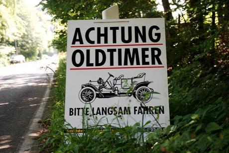 Achtung Oldtimer: Bitte langsam fahren !