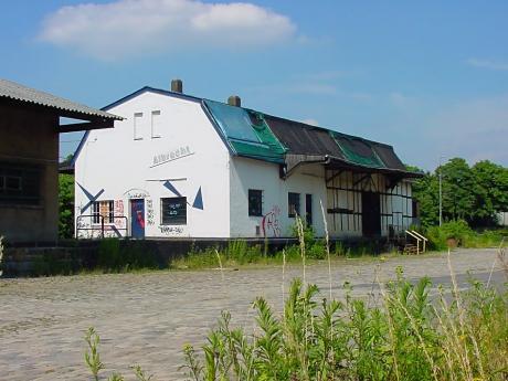 ehemaliches Speditionsgebäude: Albrecht-Halle im Jahre 2003, heute Cafe StückGUT