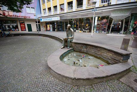 Peter-Witte-Denkmal auf dem Alten Markt: 30.7.2011