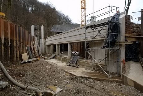 in Bau befindliche Fischschutzanlage: am Krafthaus der Wasserkraftanlage Auer Kotten in Solingen  Widdert
