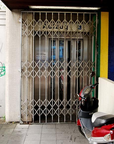 Aufzug geschlossen: Sonn- und Feiertags war ein Transport nicht vorgesehen. (Foto: 3.10.2008)