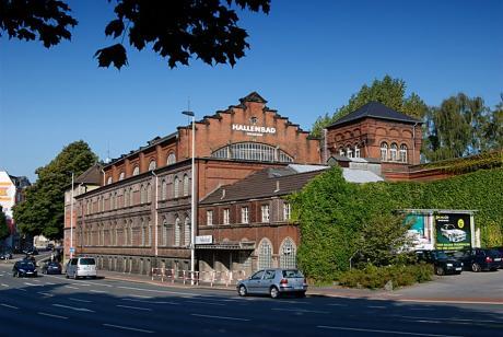 Außenansicht der Solinger Badeanstalt: an der Birker Straße