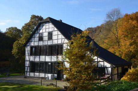 Schleiferdenkmal Balkhauser Kotten: idyllisch an der Wupper gelegen zwischen Glüder und Balkhausen