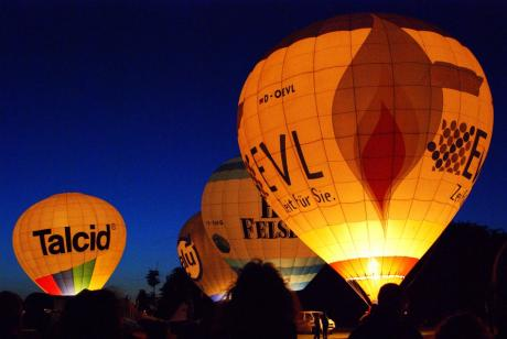 Ballonglühen: Flugplatzfest Langenfeld-Wiescheid