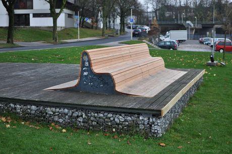 renovierte Sitzbank im Südpark: (Foto 24.11.2012)