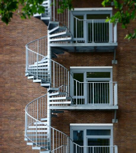 Beamtenlaufbahn: Treppenhaus, vermutlich aus feuerpolizeilichen Gründen nachgerüstet