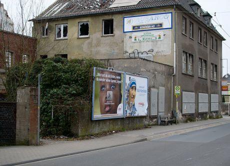 Brauerei Beckmann, Anwesen Schützenstraße 43 und 45: Aufbauten des straßennahen Vordergebäudes (Foto Februar 2010)