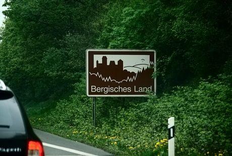 """Autobahnschild """"Bergisches Land"""""""