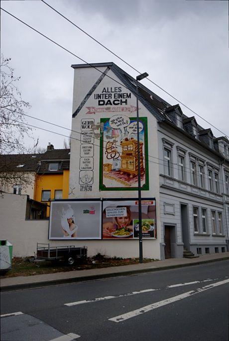Werbegemälde an der Bismarkstraße: Alles unter einem Dach