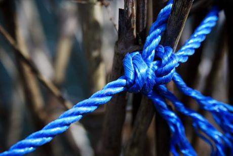 geknotetes Blau