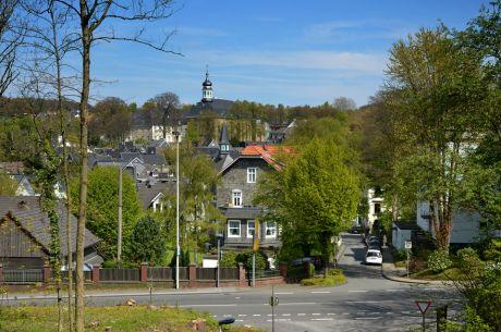 Blick auf Gräfrath von der Eisenbahnbrücke über die Walder Straße