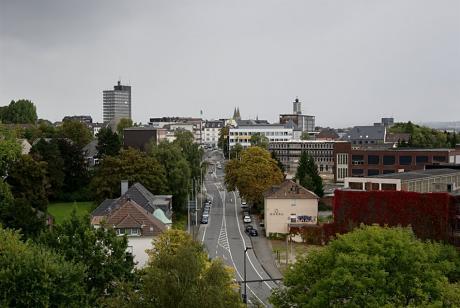 Blick vom Kirchturm der Lutherkirche auf die Kölner Straße im Jahre 2009