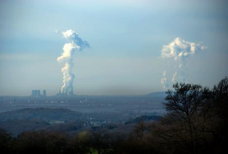 Braunkohlekraftwerke: u.a.  links das BoA Neurath