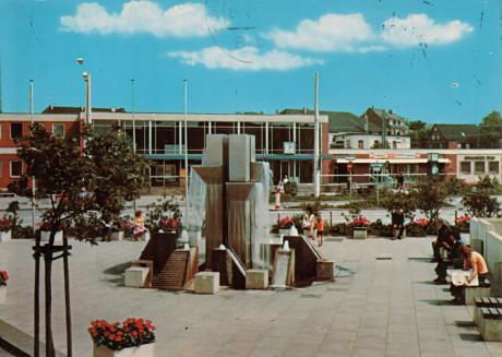 Postkarte: Bremshey-Platz auf einer Postkarte aus dem Verlag Schöning & Co + Gebrüder Schmidt, Lübeck, Bestellnummer Solig 431. Die Karte lief postalisch am 14.8.1979.