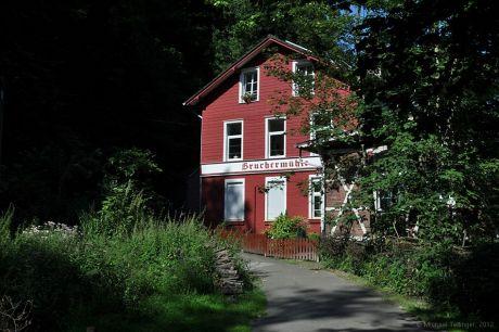 Das rote Tuch im Tal der Itter