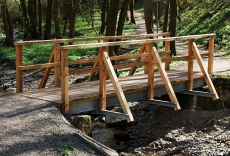 Holzbrücke über den Sengbach