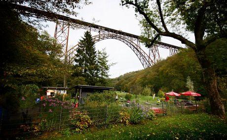 Brückenpark samt Müngstener Brücke im Oktober 2011