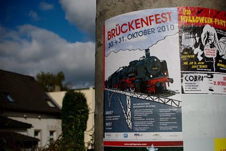 Werbeplakat für das kommende Brückenfest 2010: oder doch lieber Ü30-Party?