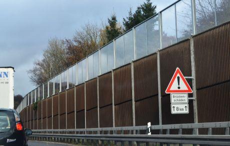 Achtung Brückenschäden: auf 8 Kilometer