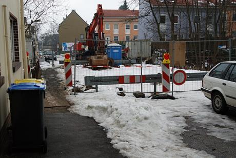Baustelle Brückenstraße: Noch schwingt sich die namensgebende Brücke über die Gleise des Müngsteners; wie man leicht sieht ;-)