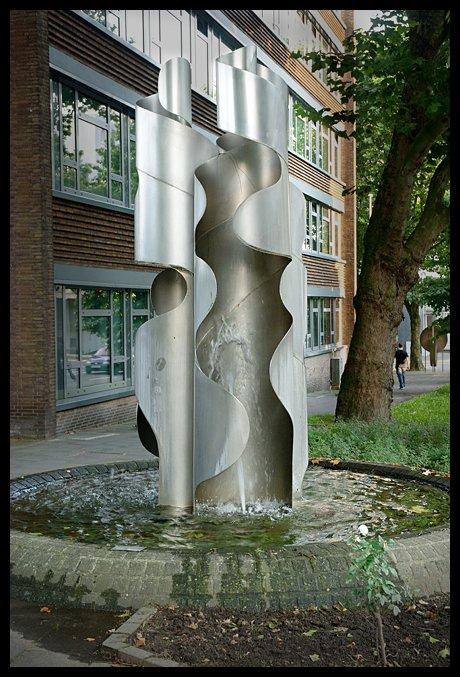 Brunnenanlage: von Henryk Dywan