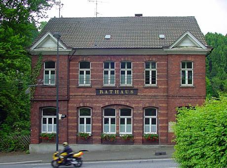 Rathaus BURG: (Aufnahme aus dem Jahre 2003)