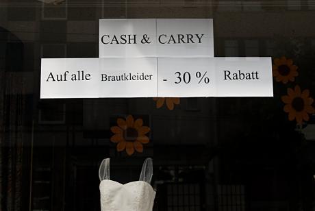Cash & Carry: Auf alle Brautkleider -30 % Rabatt