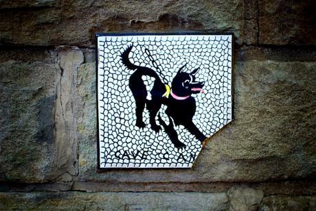 """beschädigtes Mosaikimitat: mit der Aufschrift """"Cave canem"""""""