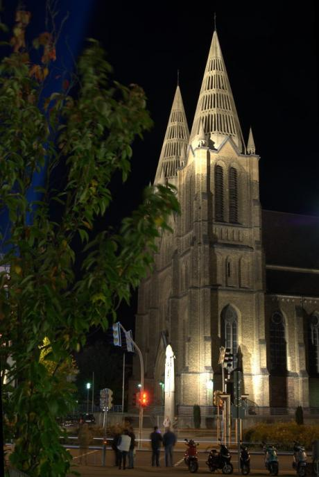Sakralbau: kath. Clemens-Kirche am Mühlenhof