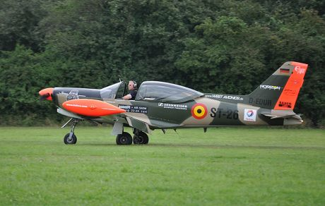 D-EDUR: Siai Marchetti SF-260 mit Pilot Ralf Niebergall