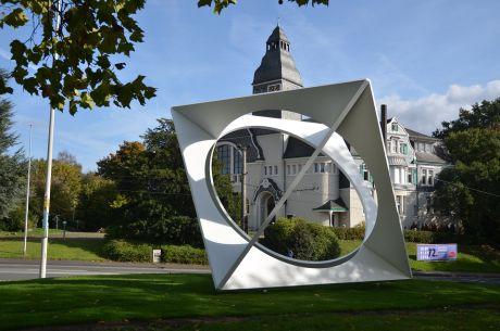 Dat Look gegenüber dem Kunstmuseum Solingen: das Loch