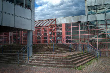 Eingang zum Schulzentrum der Stadt Solingen: VOGELSANG