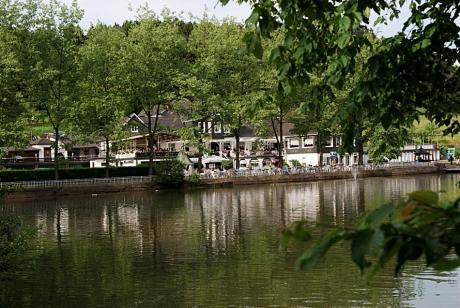 Diepental: Freizeitanlage mit Kahnteich, Minigolf, Schwimmbad und Schnabularium.