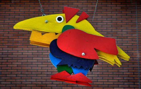 Drachenvogel im Lesegarten der Solinger Stadtbibliothek