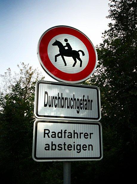 Durchbruchgefahr - Radfahrer absteigen