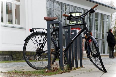 Wer bei Sturm durch die Gegend eiert: sollte das Fahrrad besser stehen lassen.