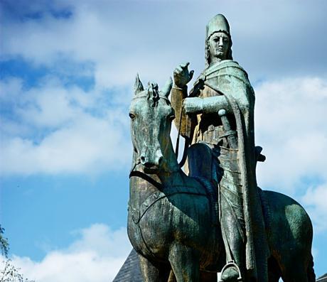 Graf Engelbert II. (1185-1225): Reiterstandbild von Paul Wynand