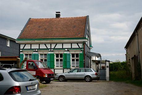 Fachwerkhaus an der Neuenhofer Straße: Nr. 112a, steht seit dem 15.08.1988 unter Denkmalschutz
