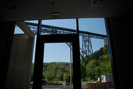 Der Ausblick auf die Müngstener Brücke: Wenn man im Haus Müngsten am Tresen steht.