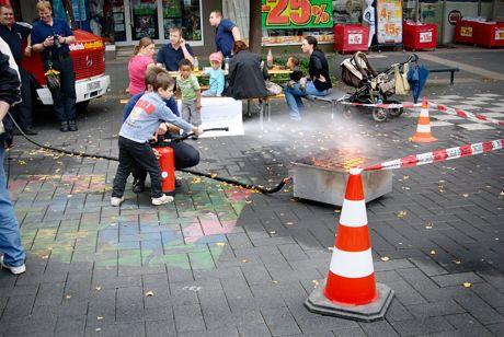 Nachwuchswerbung der Solinger Feuerwehr: Wer will nicht einmal erfolgreich ein Feuer löschen?
