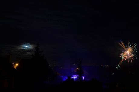 Der Mond übernimmt die stumme Illumination