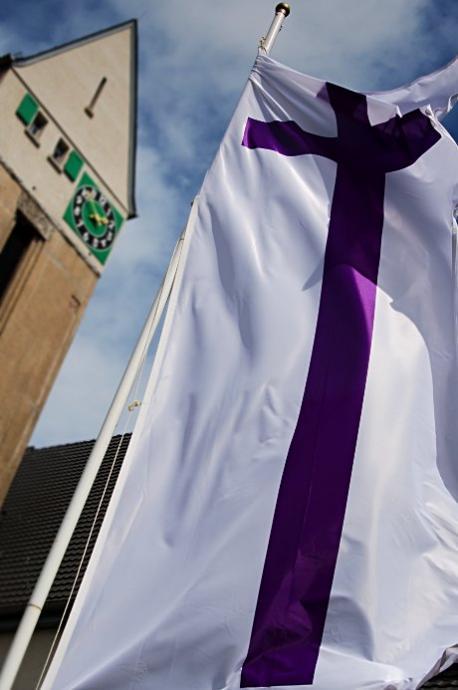 Flagge an der Dorper Kirche