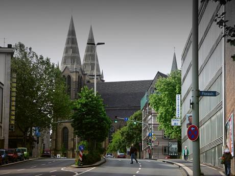 Goerdelerstraße Ecke Florastraße: rechts im Bild die Parkhausfassade