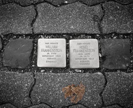Stolpersteine an der Elisenstraße