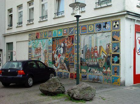 """Wandgemälde """"500 Jahre Entdeckung Amerikas"""": Kirchplatz 13 - Foto aus dem Jahre 2004"""