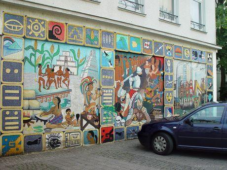 """Wandgemälde """"500 Jahre Entdeckung Amerikas"""": Kirchplatz 13"""