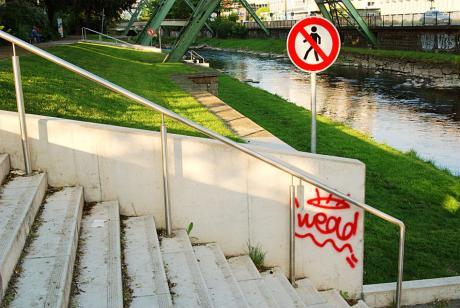 Renaturiertes zugängliches Wupperufer: in Wuppertal-Barmen (die Treppenanlage wurde im Rahmen der Regionale 2006 verwirklicht)
