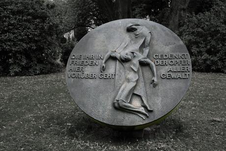 Gedenkt der Opfer aller Gewalt